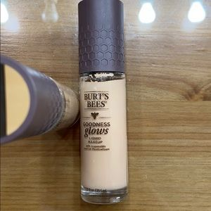 Burts Bees liquid make up foundation